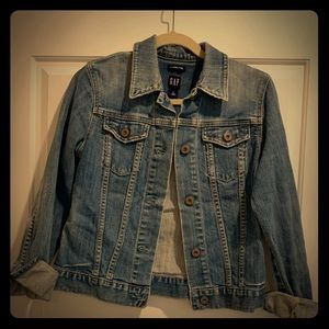 Well loved and cared for GAP STRETCH jean jacket!